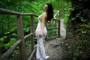 Ynaia escort in Brentwood and speed dating