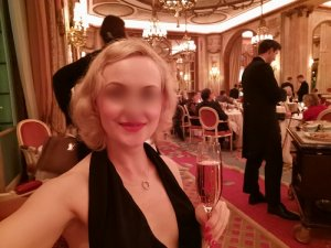 Marie-eva escort girl in Ocoee